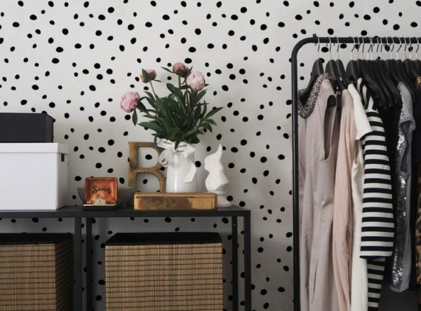 Black and white dotted unpasted traditional wallpaper