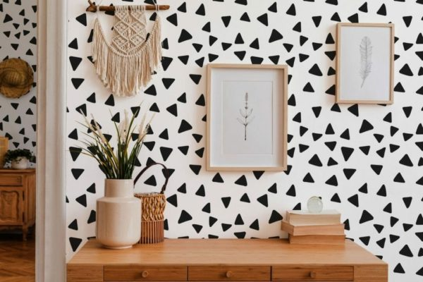 Black and white scattered triangles self-adhesive wallpaper