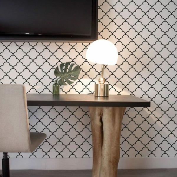 Black Moroccan lattice design pattern