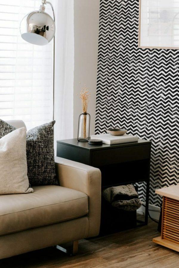 Black and white grunge chevron design pattern