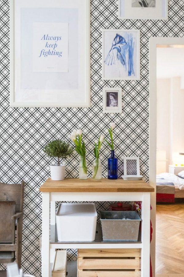 Removable black and white mesh wallpaper