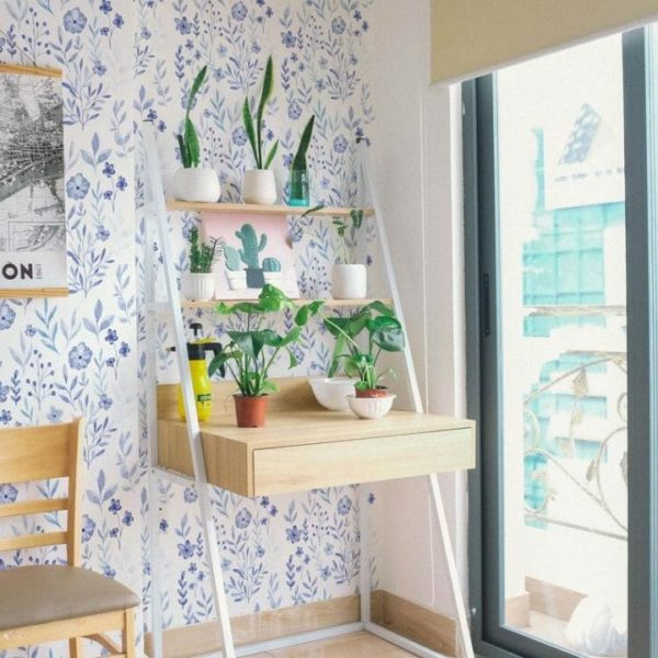 Blue and white floral pattern self-adhesive wallpaper