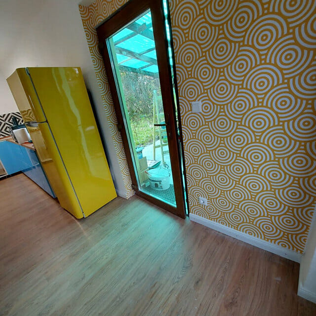 Yellow and white overlapping circles wallpaper review by Franciska