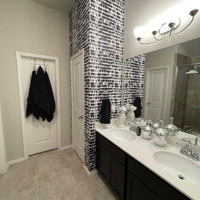 Black paint blot wallpaper in bathroom